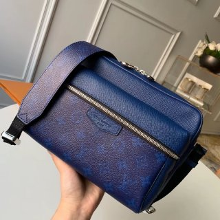 louis vuitton Outdoor Messenger bag m30242 cobalt in taiga leather